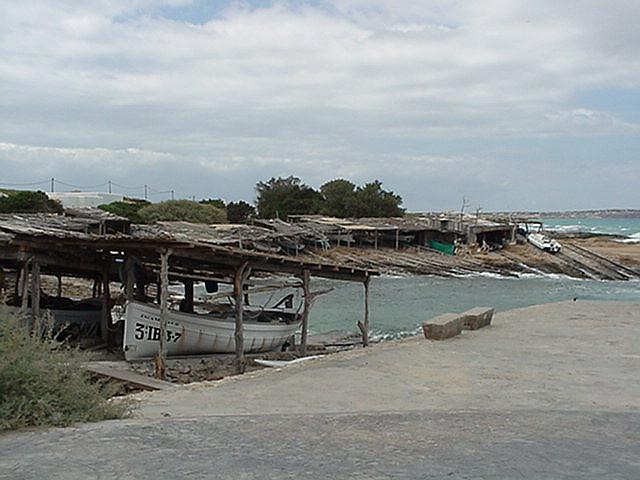 Shelters for fishing-boats - Formentera, September 2000