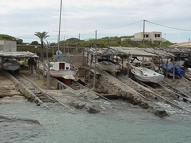 Ramp for fishing crafts - Formentera, September 2000